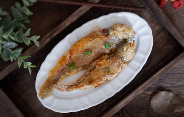 Cứ thử ướp cá theo kiểu này thì cá chiên lúc nào cũng thơm ngon, giòn bên ngoài mềm bên trong, không hề nát hay tanh - Ảnh 1