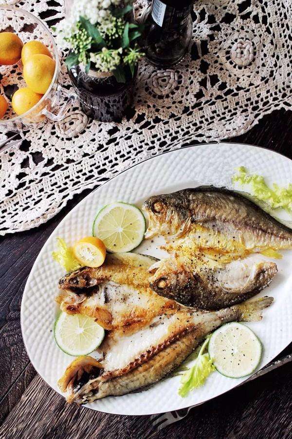 Cứ thử ướp cá theo kiểu này thì cá chiên lúc nào cũng thơm ngon, giòn bên ngoài mềm bên trong, không hề nát hay tanh - Ảnh 2