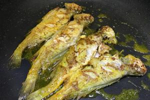 Cứ thử ướp cá theo kiểu này thì cá chiên lúc nào cũng thơm ngon, giòn bên ngoài mềm bên trong, không hề nát hay tanh - Ảnh 5