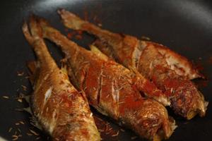 Cứ thử ướp cá theo kiểu này thì cá chiên lúc nào cũng thơm ngon, giòn bên ngoài mềm bên trong, không hề nát hay tanh - Ảnh 6