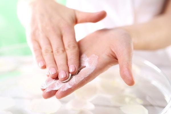 Bí quyết dưỡng da tay luôn mịn màng vào mùa Đông - Ảnh 3