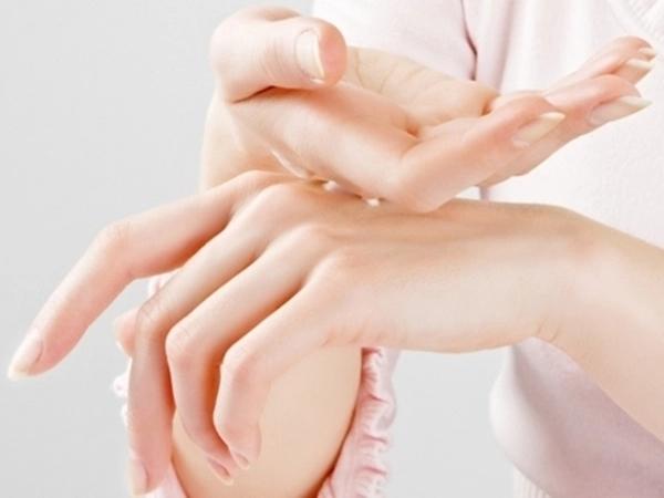 Bí quyết dưỡng da tay luôn mịn màng vào mùa Đông - Ảnh 4
