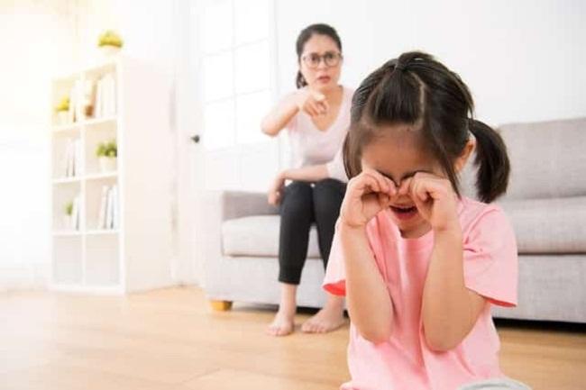 Những hành động của bố mẹ phá hỏng tuổi thơ của con - Ảnh 1