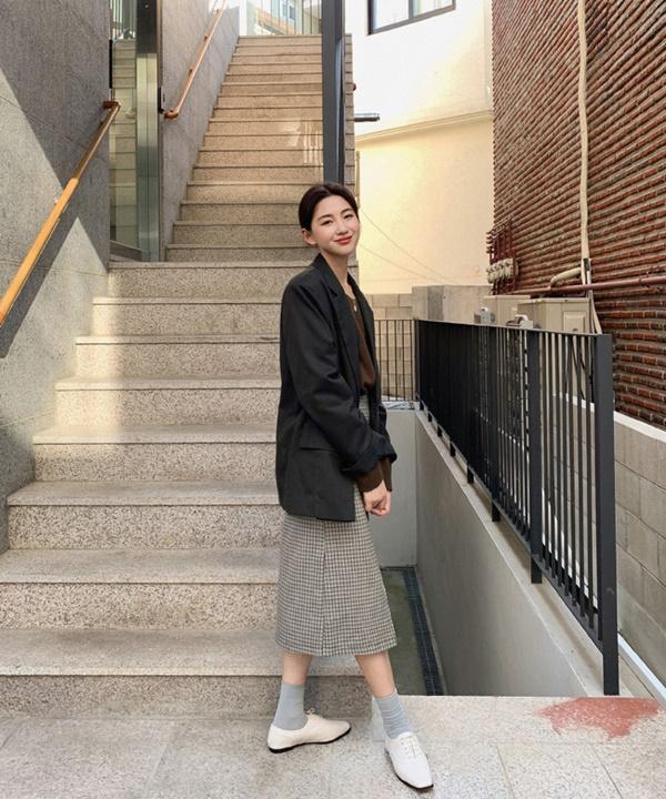Ý tưởng diện blazer với chân váy siêu xinh dành cho chị em công sở - Ảnh 2