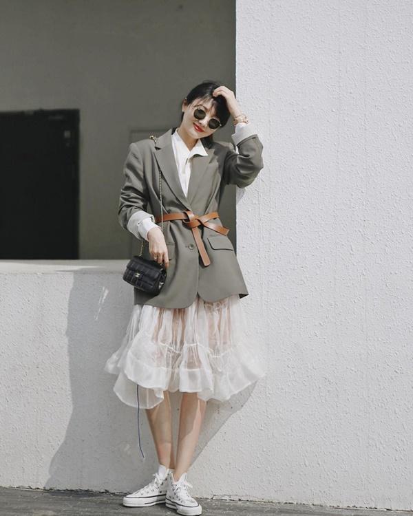 Ý tưởng diện blazer với chân váy siêu xinh dành cho chị em công sở - Ảnh 4