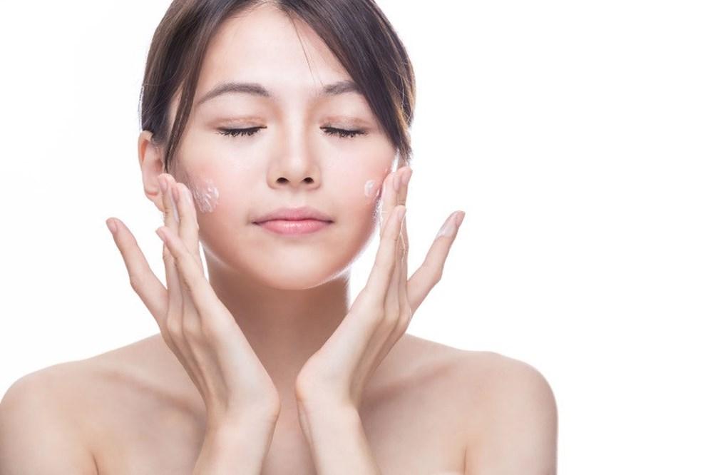 Dù lười đến mấy vẫn phải làm 5 bước này nếu muốn làn da mềm mịn, nhan sắc luôn xinh đẹp mỗi buổi sáng thức dậy - Ảnh 4