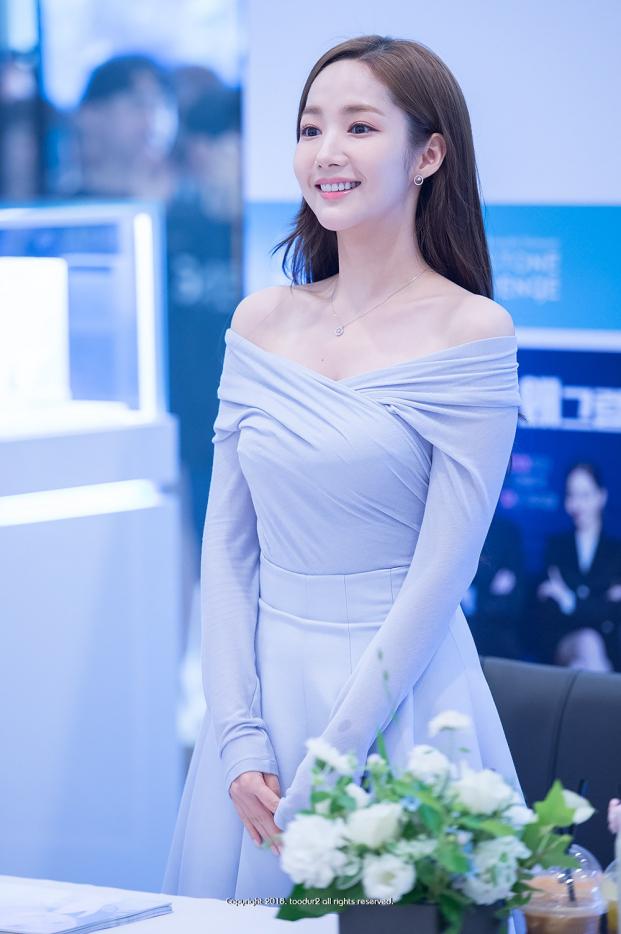 Park Min Young chia sẻ các bước trang điểm nhẹ nhàng, để da trắng đẹp tự nhiên - Ảnh 1