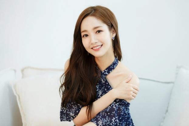 Park Min Young chia sẻ các bước trang điểm nhẹ nhàng, để da trắng đẹp tự nhiên - Ảnh 2