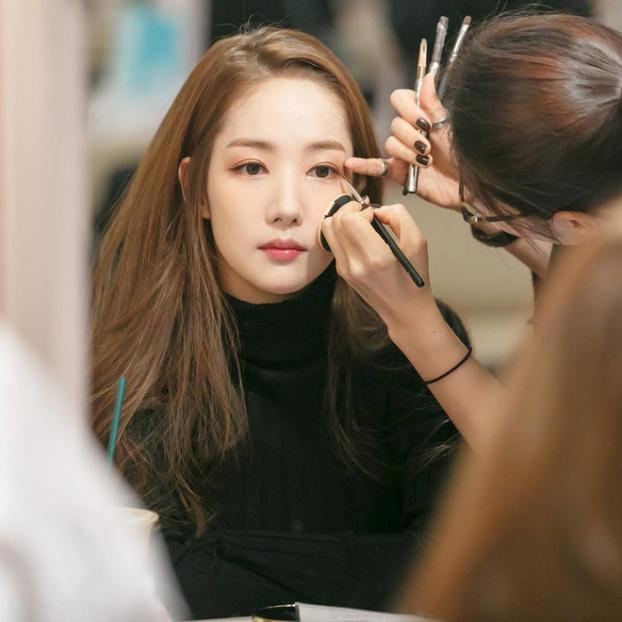 Park Min Young chia sẻ các bước trang điểm nhẹ nhàng, để da trắng đẹp tự nhiên - Ảnh 3