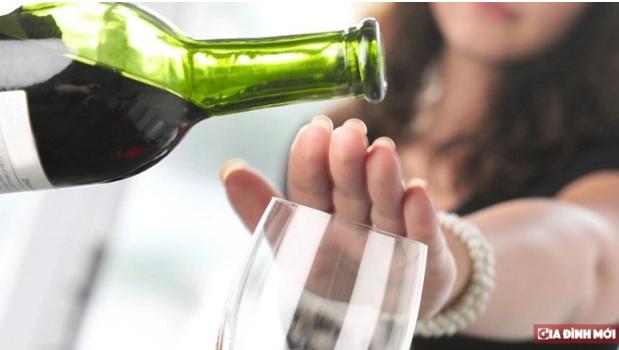 7 thời điểm uống rượu cực hại cho sức khỏe, có bị ép đến mấy bạn cũng không nên uống - Ảnh 1