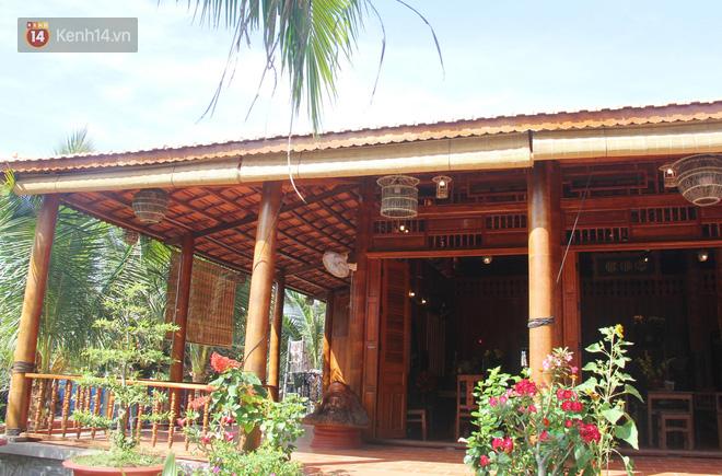 Căn nhà gần 6 tỷ đồng được làm từ 4.000 cây dừa của lão nông 80 tuổi gây ngỡ ngàng người dân miền Tây - Ảnh 1