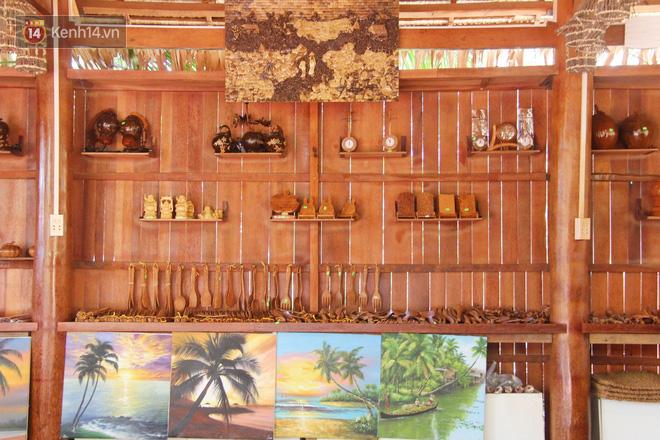 Căn nhà gần 6 tỷ đồng được làm từ 4.000 cây dừa của lão nông 80 tuổi gây ngỡ ngàng người dân miền Tây - Ảnh 13