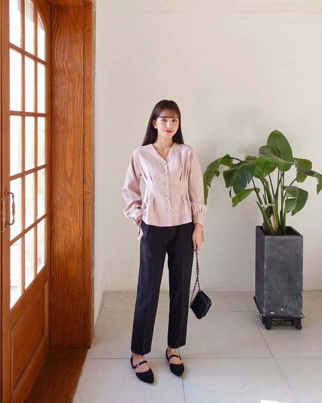 16 gợi ý diện áo blouse dài tay vừa đẹp vừa xinh, đảm bảo bạn sẽ muốn mặc mãi trong thời điểm giao mùa này - Ảnh 11