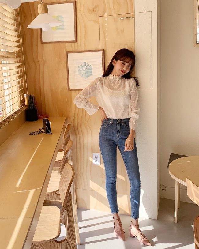 16 gợi ý diện áo blouse dài tay vừa đẹp vừa xinh, đảm bảo bạn sẽ muốn mặc mãi trong thời điểm giao mùa này - Ảnh 12