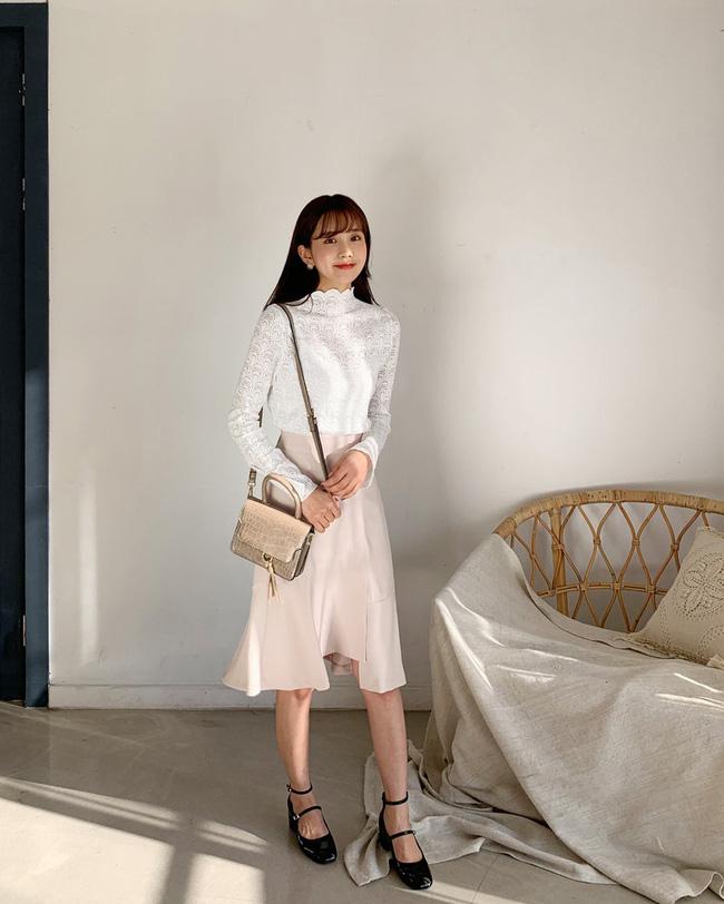 16 gợi ý diện áo blouse dài tay vừa đẹp vừa xinh, đảm bảo bạn sẽ muốn mặc mãi trong thời điểm giao mùa này - Ảnh 13
