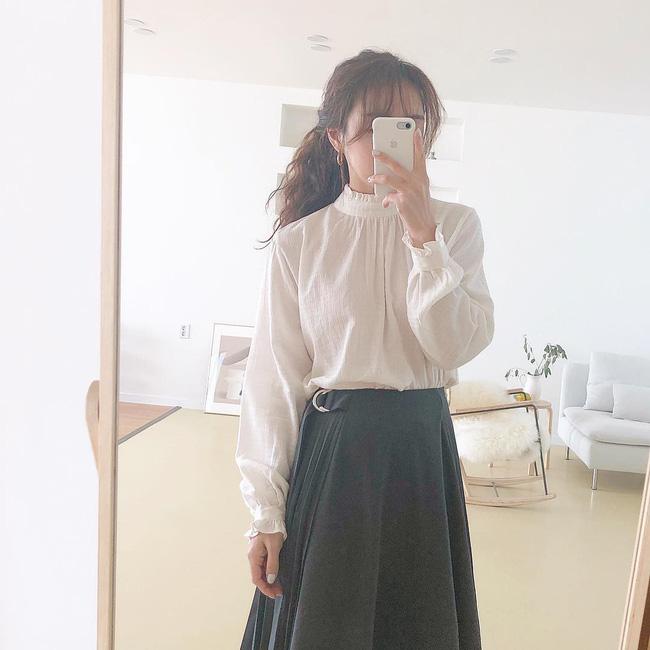 16 gợi ý diện áo blouse dài tay vừa đẹp vừa xinh, đảm bảo bạn sẽ muốn mặc mãi trong thời điểm giao mùa này - Ảnh 2