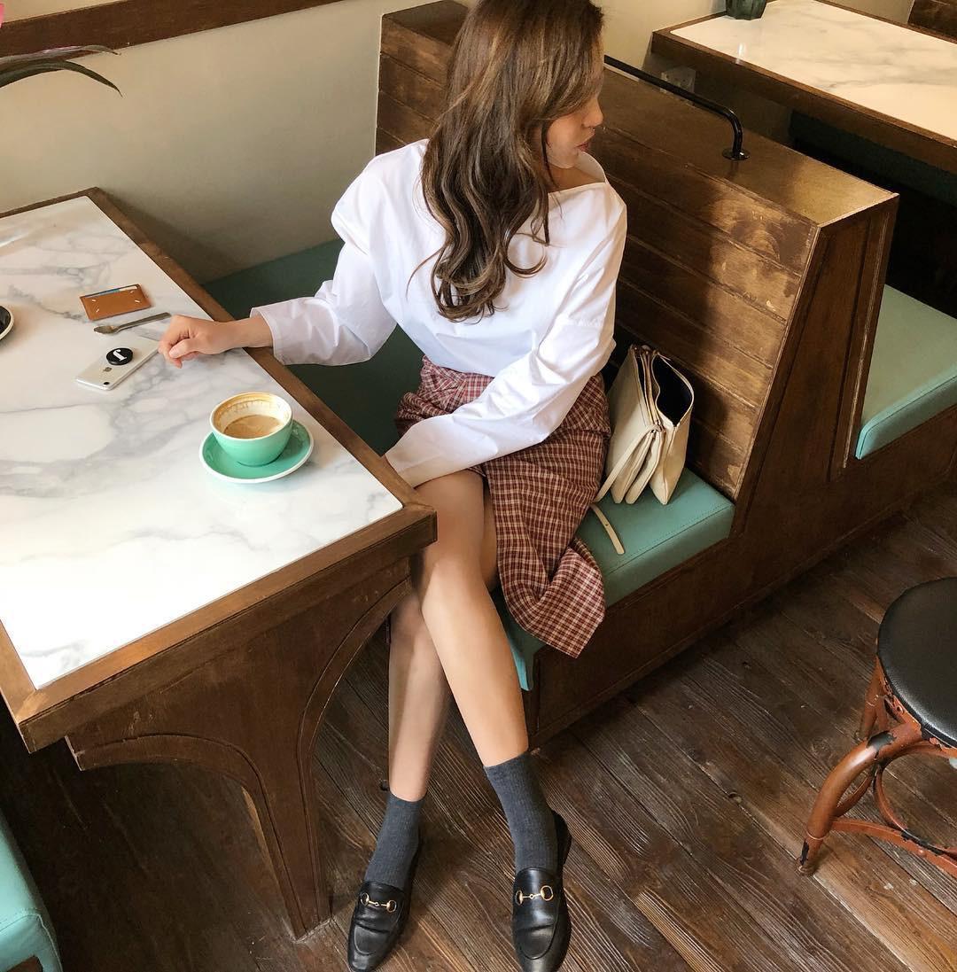 16 gợi ý diện áo blouse dài tay vừa đẹp vừa xinh, đảm bảo bạn sẽ muốn mặc mãi trong thời điểm giao mùa này - Ảnh 14