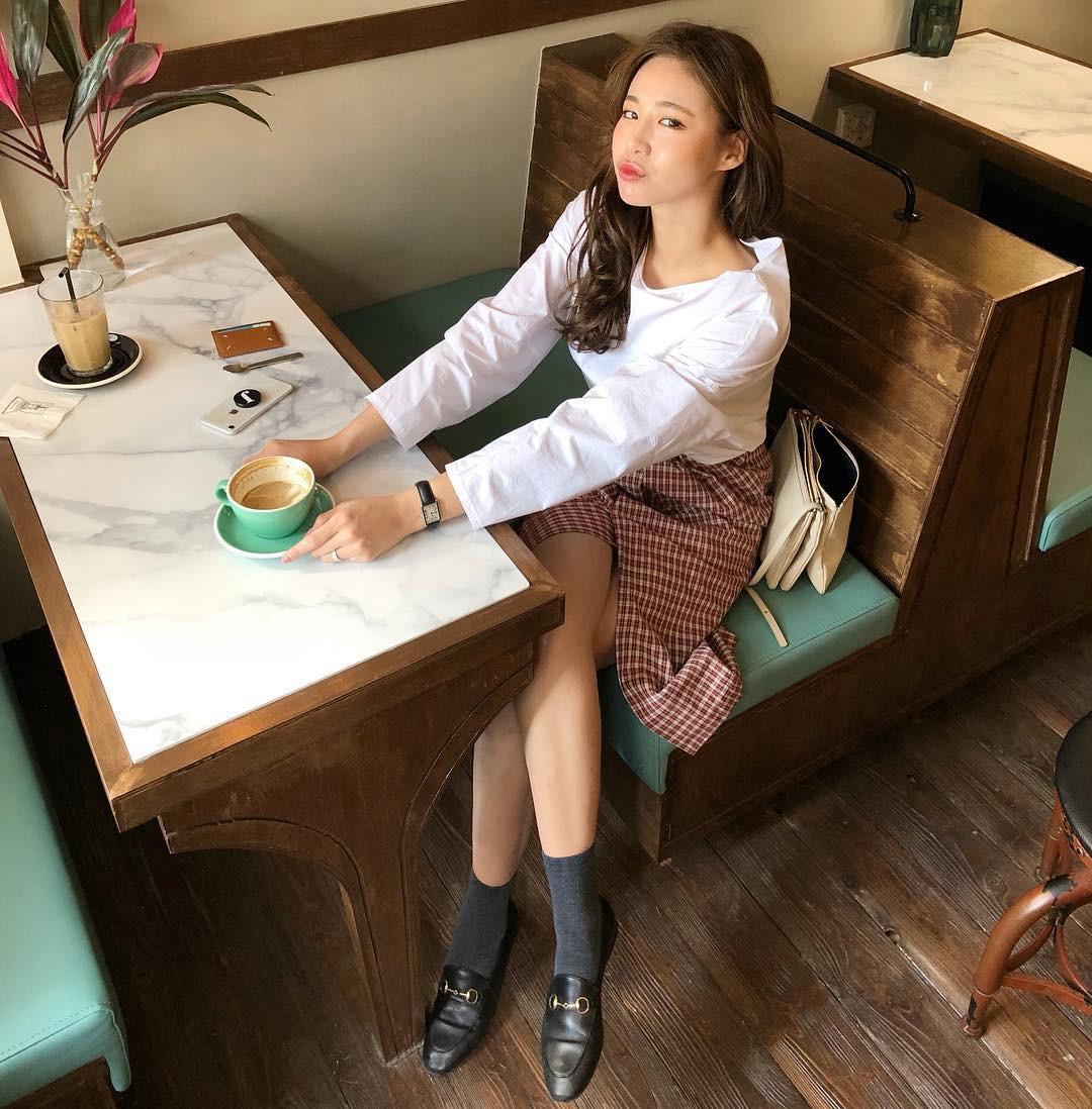 16 gợi ý diện áo blouse dài tay vừa đẹp vừa xinh, đảm bảo bạn sẽ muốn mặc mãi trong thời điểm giao mùa này - Ảnh 15