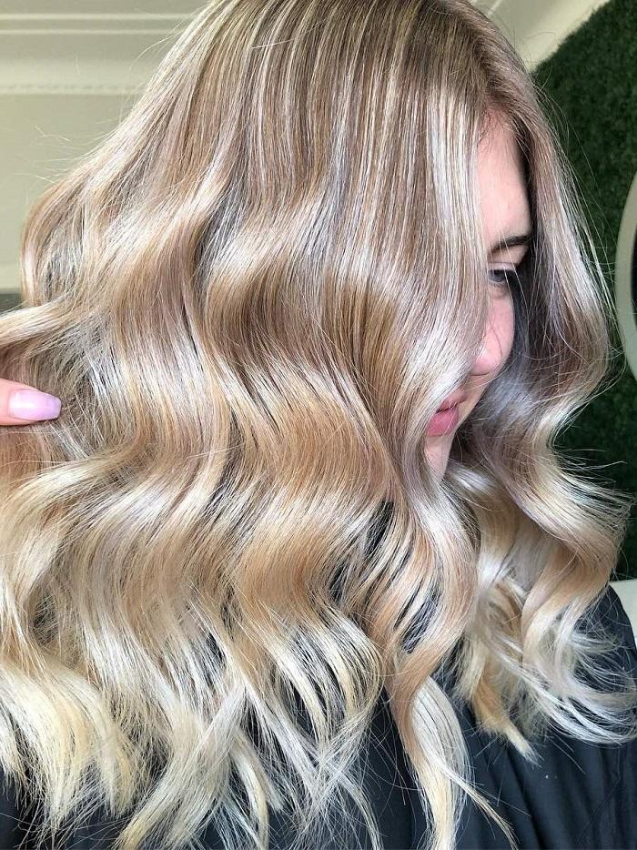 Đây là 7 màu tóc mà phụ nữ nên nhuộm để trở nên trẻ trung, tươi tắn hơn tuổi thật - Ảnh 3