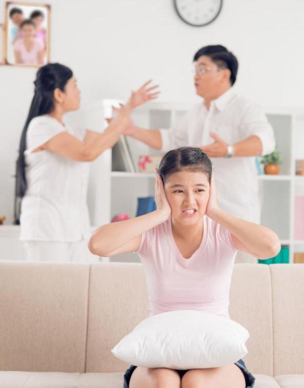 Con lúc nào cũng nói 'trả treo', cãi tay đôi lại? Cha mẹ hãy làm ngay theo lời khuyên này của chuyên gia để trị thói xấu đó của bé - Ảnh 7