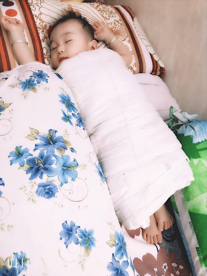 Sau nhiều lần úp mở, cuối cùng Lâm Khánh Chi cũng khoe cận mặt con trai giống mẹ như lột - Ảnh 1