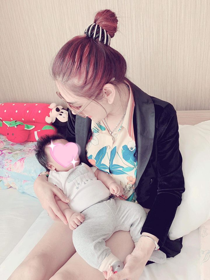Sau nhiều lần úp mở, cuối cùng Lâm Khánh Chi cũng khoe cận mặt con trai giống mẹ như lột - Ảnh 2