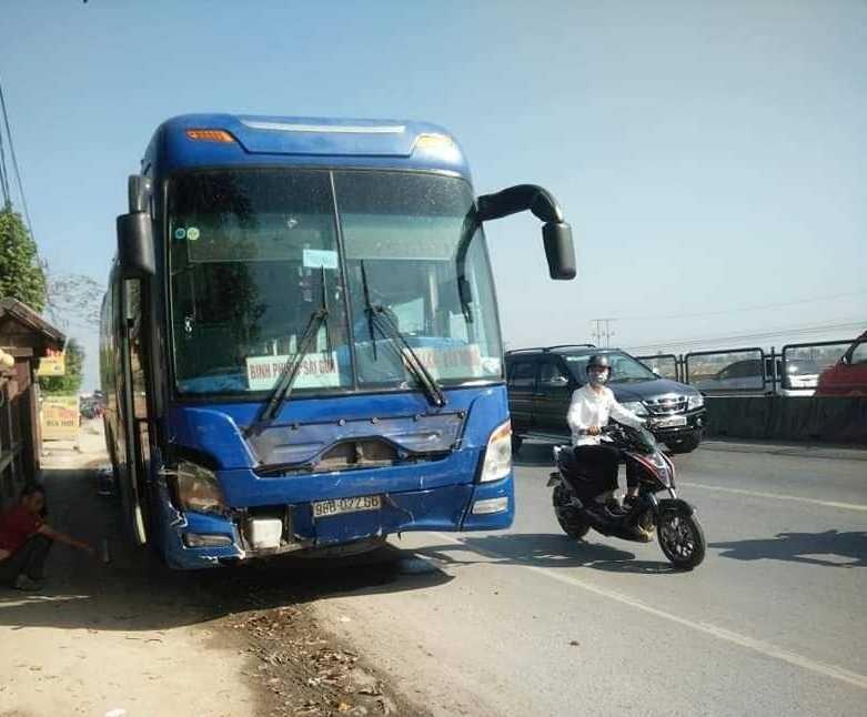 Vụ tai nạn thảm khốc 3 người chết ở Thanh Hóa ngày mùng 4 Tết: Lái xe khách bị khởi tố và bắt giam - Ảnh 2