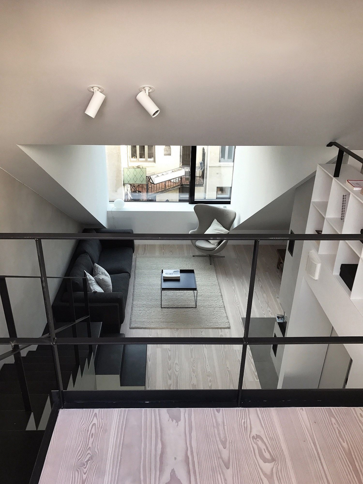 Biến hóa gác xép cũ thành căn hộ hiện đại, xinh xắn đầy ánh sáng tự nhiên - Ảnh 6