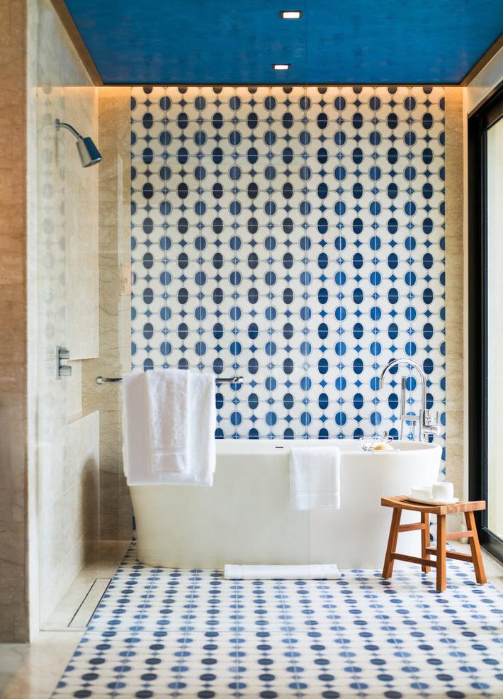 Phòng tắm gia đình sinh động thêm mấy phần nhờ lựa chọn loại gạch ốp này - Ảnh 2