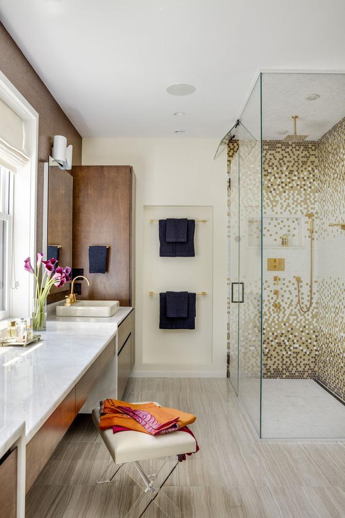 Phòng tắm gia đình sinh động thêm mấy phần nhờ lựa chọn loại gạch ốp này - Ảnh 13
