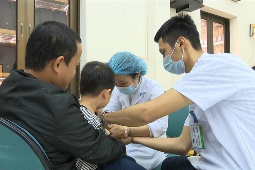 Số trẻ mầm non nhiễm sán lợn ở Bắc Ninh tiếp tục tăng cao kỷ lục - Ảnh 1