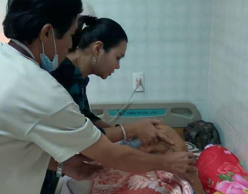 Rơi nước mắt cảnh nghệ sĩ Lê Bình nằm thoi thóp, nhắm nghiền hai mắt khi Ngọc Huyền đến thăm - Ảnh 4