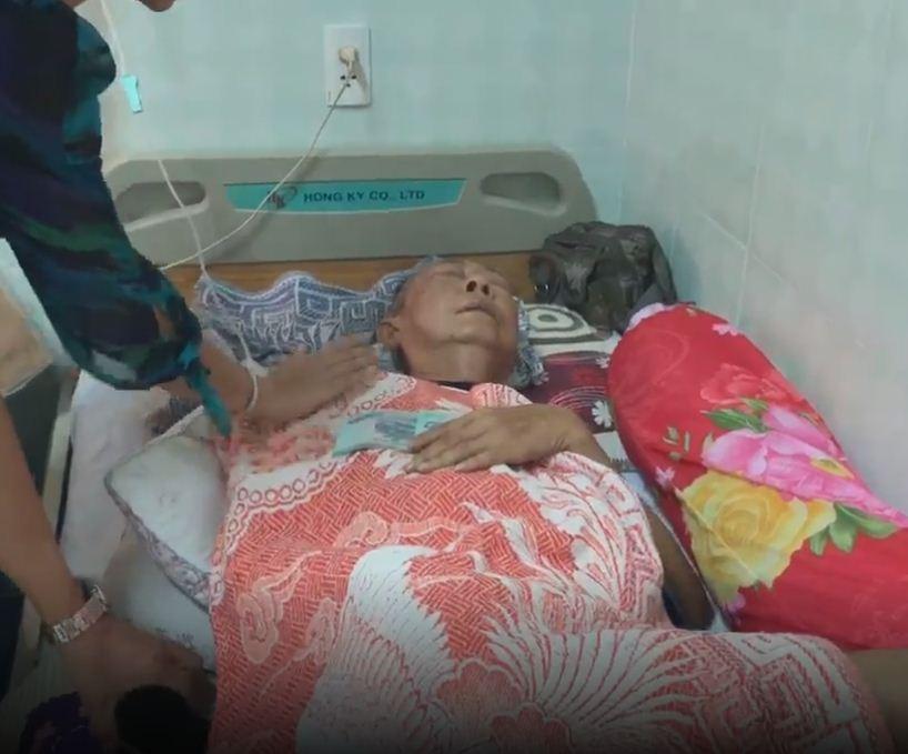 Rơi nước mắt cảnh nghệ sĩ Lê Bình nằm thoi thóp, nhắm nghiền hai mắt khi Ngọc Huyền đến thăm - Ảnh 5