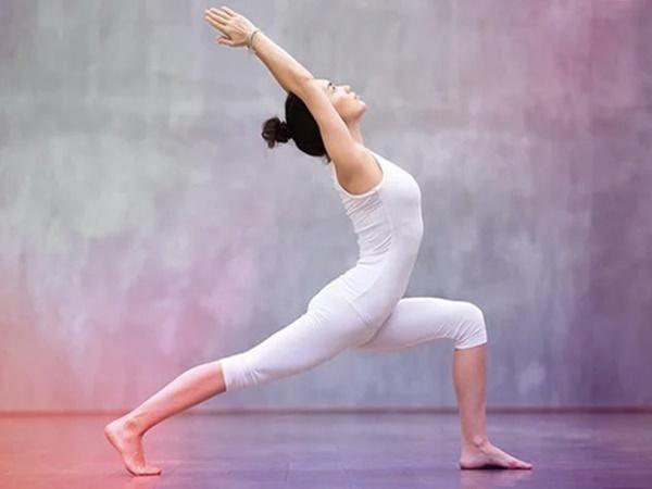 Tập ngay 5 tư thế yoga này để giúp ngăn ngừa chứng vẹo cột sống do đứng ngồi sai tư thế - Ảnh 7