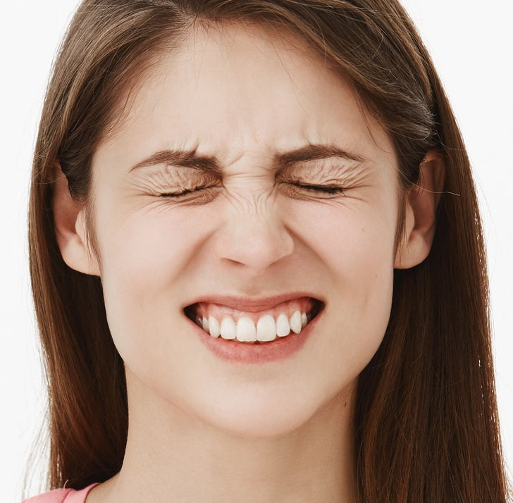 Các động tác đơn giản giúp khuôn mặt bạn trông thon gọn hơn rất nhiều sau vài ngày - Ảnh 5