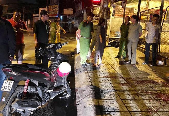 Chạy xe 'kẹp 3' gặp tai nạn, 3 người thương vong - Ảnh 1