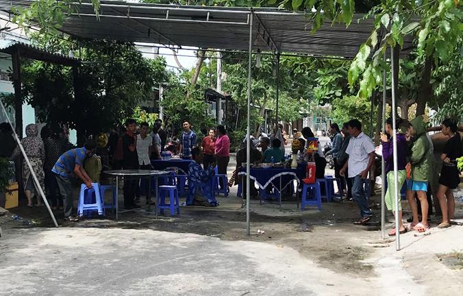Thương tâm: Cha mẹ ngã quỵ bên thi thể con gái 6 tuổi bị xe tải cán chết ở Sài Gòn - Ảnh 2