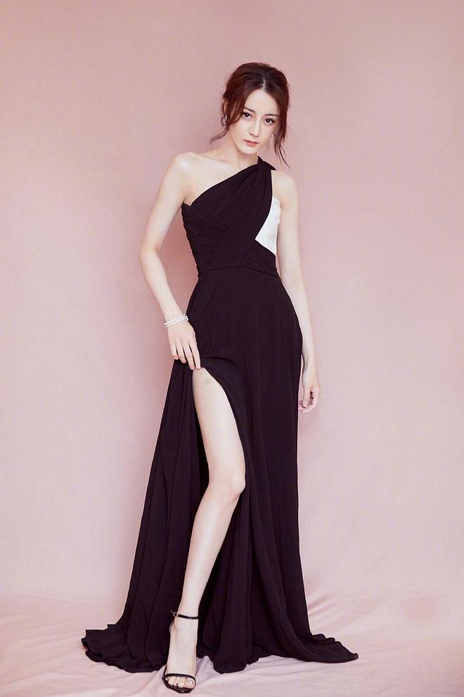 Diện váy xẻ cao khoe chân dài miên man, Địch Lệ Nhiệt Ba khiến cả Weibo 'dậy sóng' nhưng bất ngờ nhất là ở tấm cuối - Ảnh 5