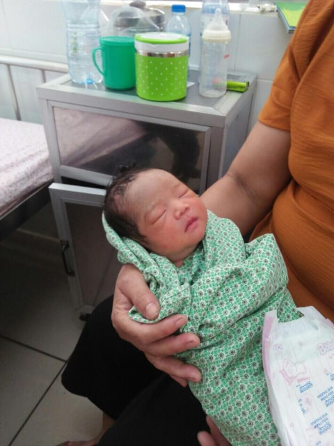 Người phụ nữ 54 tuổi, tắt kinh đã 8 năm vừa sinh bé trai nặng 2,7kg - Ảnh 1