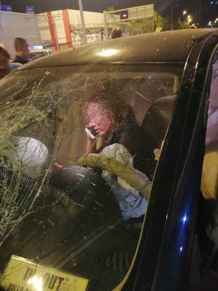 Nữ tài xế BMW giải thích câu nói 'để em lo' và hành động ngồi trên xe gọi điện dù thi thể nạn nhân bị mắc dưới gầm - Ảnh 3