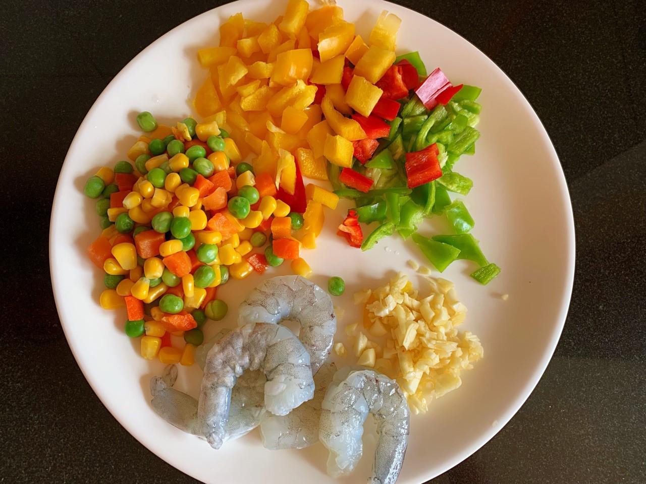 Chỉ 1 món tôm xào rau củ ăn với cơm thì tôi thoải mái yên tâm bữa tối đủ chất mà vẫn thật nhanh gọn! - Ảnh 1
