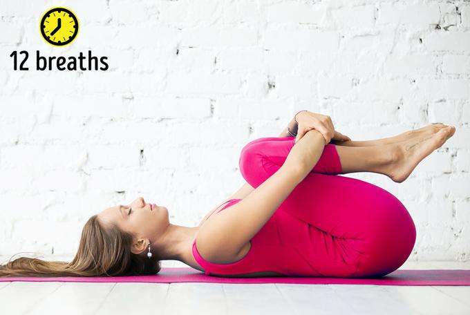 8 tư thế yoga vừa đẹp dáng vừa cải thiện mái tóc gãy rụng - Ảnh 3