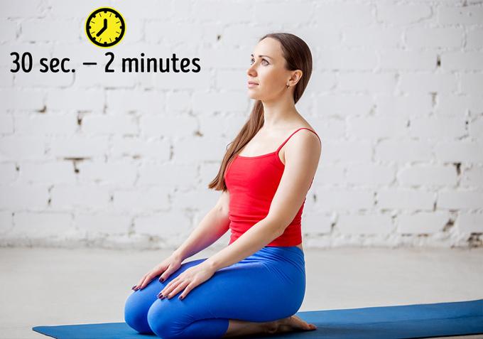 8 tư thế yoga vừa đẹp dáng vừa cải thiện mái tóc gãy rụng - Ảnh 7