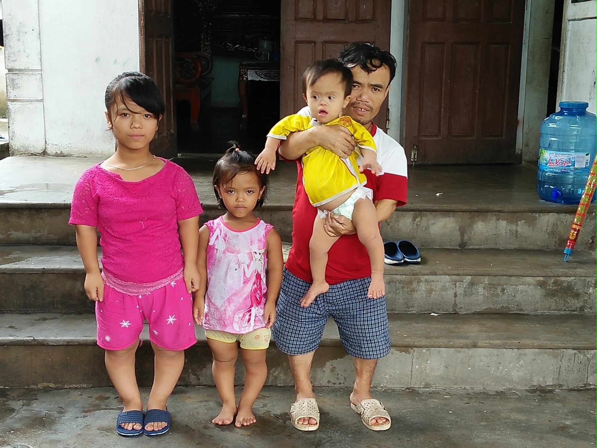Chuyện đời bất hạnh của gia đình 'người lùn': 'Tôi phải làm sao để cứu con mình đây?' - Ảnh 3