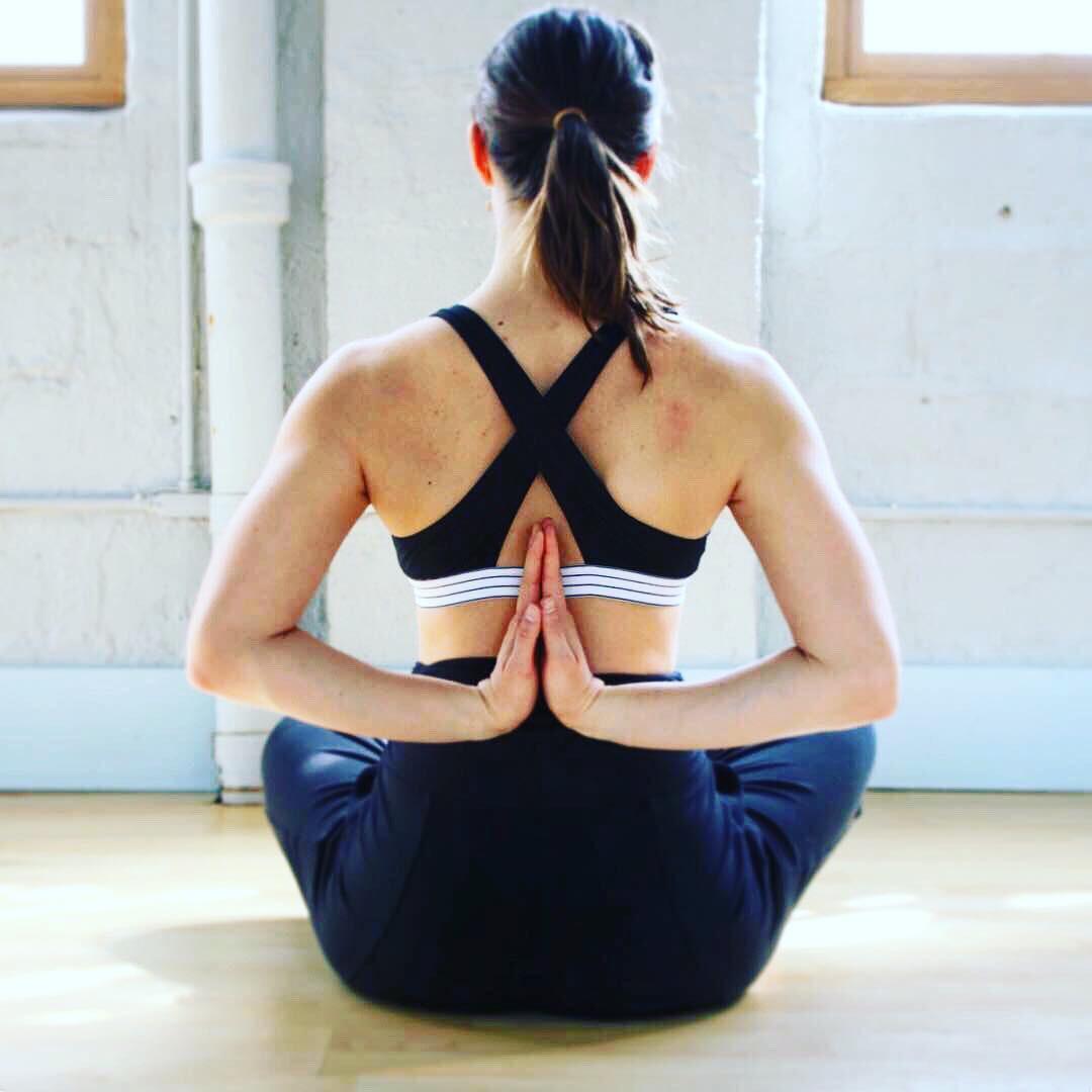 Mụn ở ngực cũng gây phiền toái chẳng kém các vùng khác và đây là 5 cách để ngăn ngừa, điều trị hiệu quả - Ảnh 2