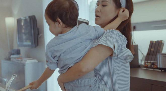 Thu Minh khoe con trai sau gần 3 năm giấu kín - Ảnh 2