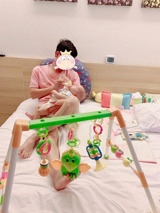 Ca sĩ Minh Chuyên lần đầu hé lộ hình ảnh bố của con trai - Ảnh 2