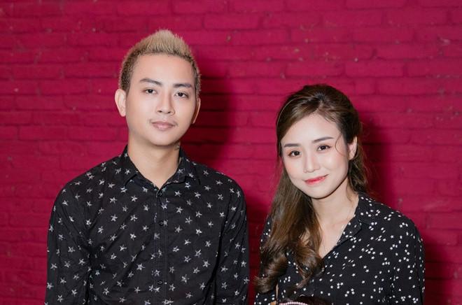 Hoài Lâm và bạn gái mặc áo đôi khi xuất hiện - Ảnh 2