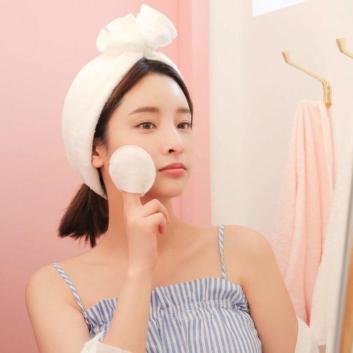Rửa mặt 2 phút mỗi ngày, dùng toner dưỡng ẩm là chìa khóa giúp làn da mịn mượt như em bé - Ảnh 1