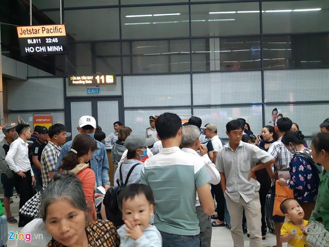 Mưa lớn, máy bay đi Thanh Hóa hạ cánh ở Hà Nội - Ảnh 1
